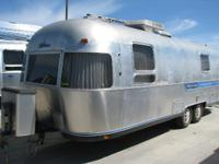 1986 Airstream 27 CENTER TWINS REAR BATH  CALL DAVID