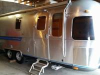 25 FT. FRONT AND REAR PANORAMIC WINDOWS. MIDDLE BATH,