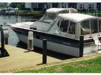 1986 Cruisers Yachts 3270 Esprit Boat is located in