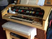Hammond organ, purchased in 1987. Needs cleaning,