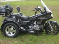 Check out this absolutely amazing 1987 HONDA GOLDWING