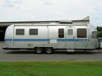 This is a beautiful 1988 29ft AIRSTREAM Excella Travel
