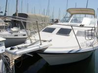 - Stock #081175 - This 1988 Bayliner 2855 Sunbridge has