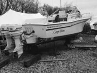 1988 Grady white 25 ft sailfish special edition. Closed