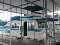 This 1988 Harbor Master 520 Houseboat has only 435