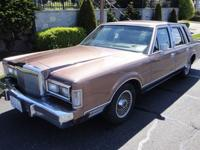 FOR SALE1988 Lincoln Town Car Signature 4 door