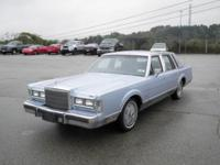 CARFAX Clean Title .1988 Lincoln Town Car Signature.