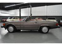 This 1988 Mercedes-Benz 560 2dr SL Convertible features