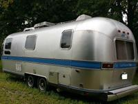 AIRSTREAM HAS BEEN REDONE INSIDE. NEW FULL/QUEEN
