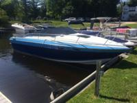1989 Four Winns Sundowner 235. Great shape and only