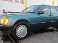 1989 MERCEDES BENZ 190E! RUNS AND LOOKS GREAT! COLD