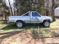1989 Toyota 4x4 pick-up long bed,power