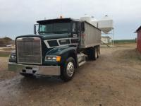 This 1989 Freightliner FLD120 is in great condition it