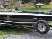 18 FOOT BASS BOAT WITH 2 FISH FINDERS, 150 JOHNSON