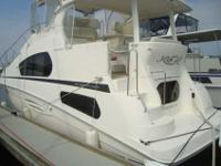2004 Silverton 39 MOTOR YACHT A well laid out 39 Motor