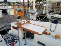 I'm selling my 1990 33.5 Hunter Sailboat. Beautiful