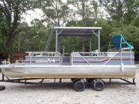 1991 24ft Alumacraft double decker w/55hp Yamaha. Short