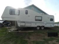 28' 5th wheel, sleeps 4-6, 4 burner stove oven,