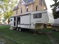 1991 5th wheel camper in dissent shape. Would make a