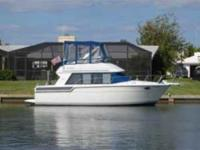Description Meticulously maintained 30 ft. Carver with