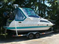 We are selling our stunning 1992 Bayliner 2655 Cruiser