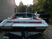 1992 Four Winns bow rider with 170hp 3.0. The boat runs