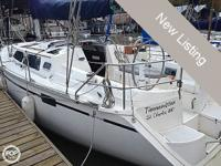 This is a great, functional Hunter 33 foot sailboat