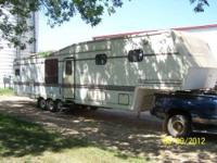 1992 Nu-Wa Hitchhiker 5th Wheel This 40 foot Champagne