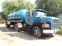 1992 Ford LA 9000 S/A Tractor with a 1997 S/A 3500 Tank