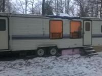 993 Dutchman Classic Travel Trailer. 36 Feet Long.