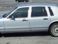 1993 Lincoln Town Car Signature. Power windows, power