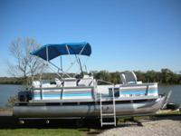 18 foot Suncrusier 180 pontoon boat by Lowe. Excellent