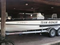 1993 Team Avenger 21 Foot Center Console Bay Boat.200