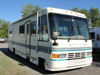 33,224 ORIGINAL MILES THIS MOTORHOME RUNS IN PERFECT