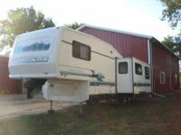 1994 Damon Escaper 5th Wheel. This 30 foot RV is in