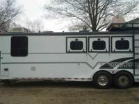 1994 Diamond D 3H Trailer has a hay rack with ladder