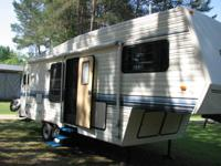 1994 Dutchman Royal 27ft. 5th Wheel *Comes with Hitch