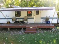 1994 MALLARD TRAILER 27 FEET. HAS A FRONT BEDROOM-