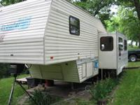 1994 PROWLER FIFTH WHEEL, 30 FT W/1LIVING ROOM SLIDE
