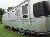 1995 Airstream Excella Classic . Length 28FT- Sleeps 8-