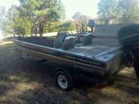 1995 17ft bass tracker with a 50 mercury brand new 40lb