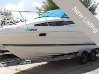 The Bayliner 2355 combines simpleness and travelling