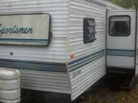 1995 Coachmen Sportsman This travel trailer is self