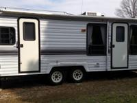 1995 26ft Dutchmen Travel Trailer.  Very clean.