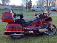 1995 Goldwing SE,2 tone Red, 59.000 miles, 2 helmets