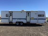 Manufactured by Kit, this 1995 Road Ranger 32 WT is a