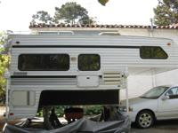 1995 Lance 880 11 feet by 4 feet - Extended Cab Camper