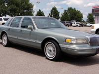Options Included: N/A1995 LINCON TOWN CAR--V8--4.6L