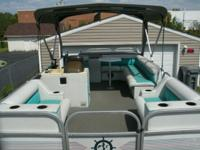 20 foot pontoon mint condition changing station,seat