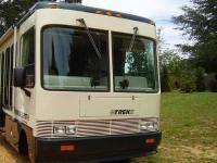 1995 Safari Trek Pathmaker. This Class A recreational
